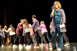 """Emoția de a fi pe scenă. Trupa LOTUS a Colegiului Național Iași – Premiul I la Festivalul """"Hai la Teatru!"""""""